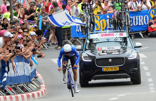 Guy-Sagiv-storms-the-finish-line-in-the-opening-stage-of-the-2018-Giro-dItalia-in-Jerusalem