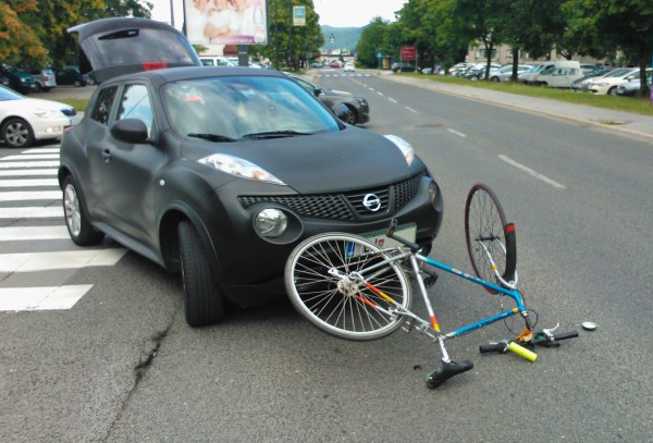 Bicycle-car_ accident