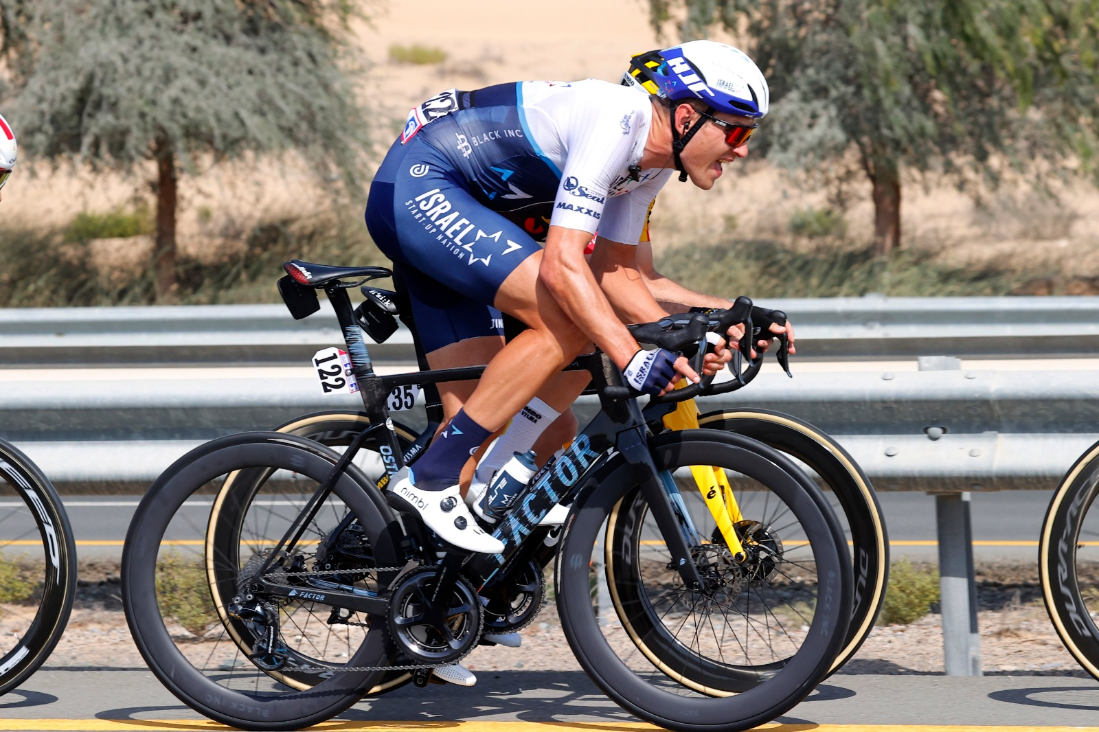 ISN tries to light up race up again, but echelons don't hold to finish of stage 6 UAE