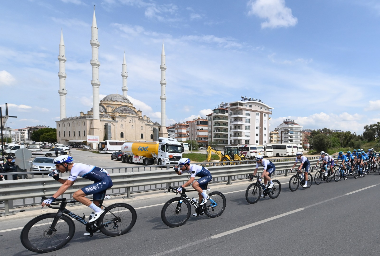 Sprint train derailed by crash, first non-top-10 finish for Greipel in Turkey