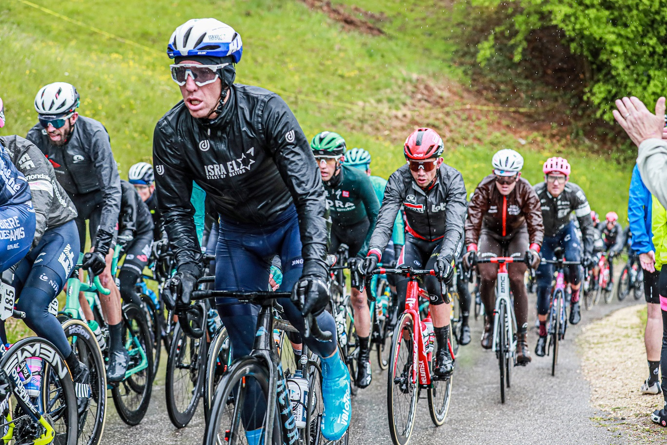 Woods puts in late attacks on rainy stage 3 of Tour de Romandie