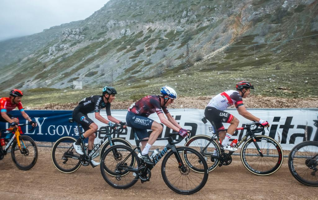 Martin climbs to fifth place on stage 9 of Giro d'Italia